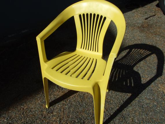 Revamping old plastic patio chairs one house one couple Painting plastic garden furniture